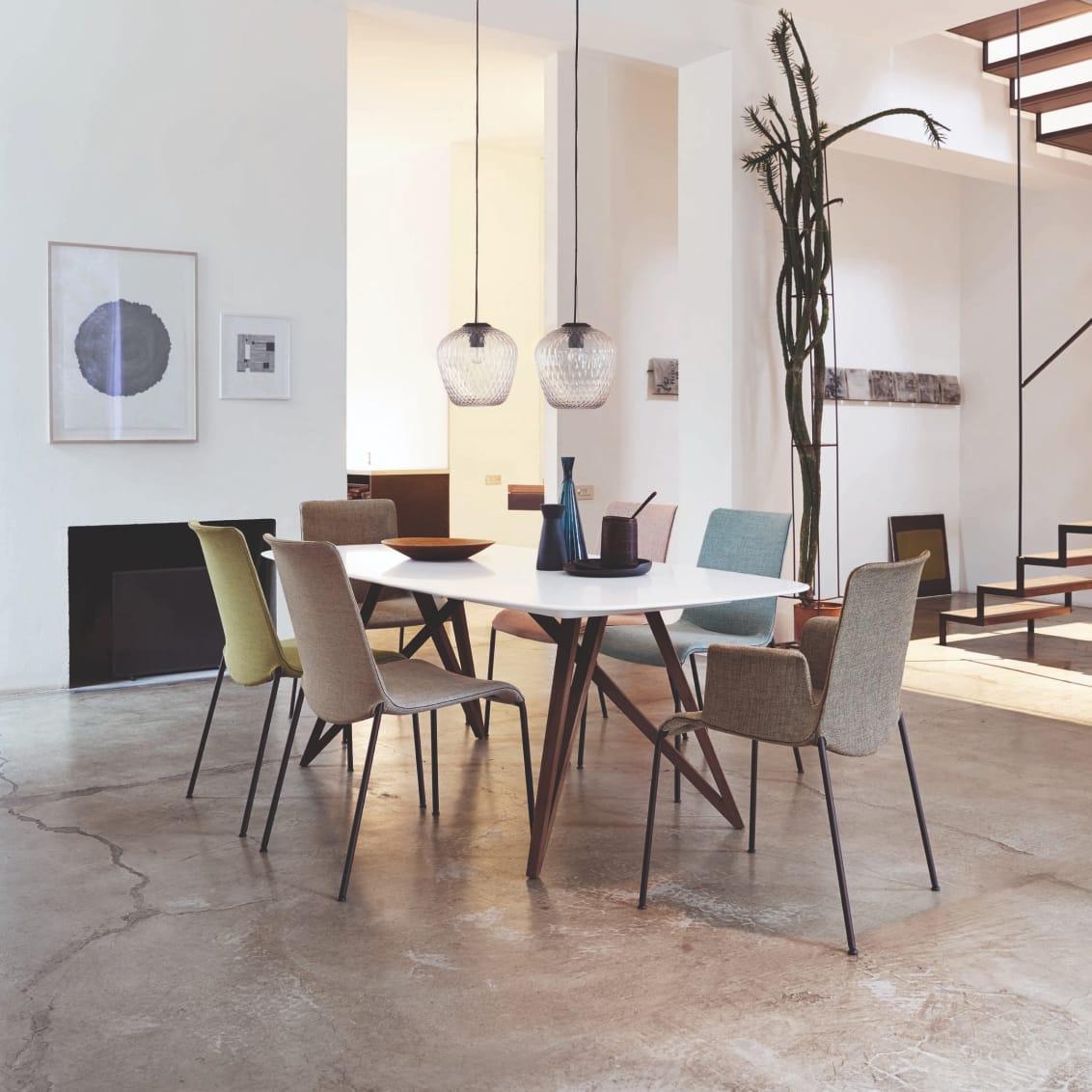 Seito Table. Design: Wolfgang C. R. Mezger. Liz Chair. Design: Claudio Bellini.